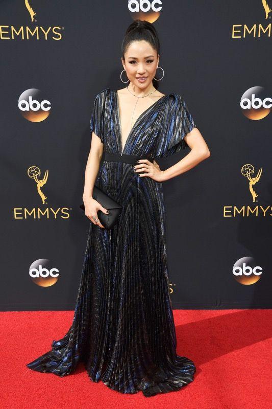Constance Wu no tapete vermelho do Emmy 2016: