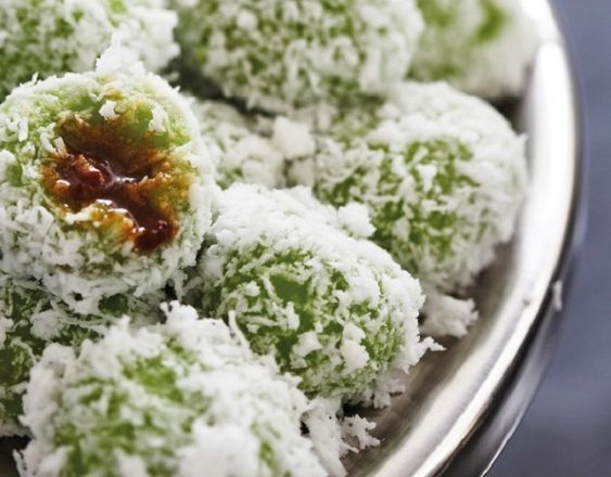 Ondeh ondeh, muah chee and 8 Singapore desserts that are really easy to make | Her World Singapore