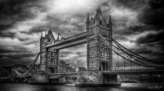 London Bridge by Juggling Light  - Photo 135400703 - 500px