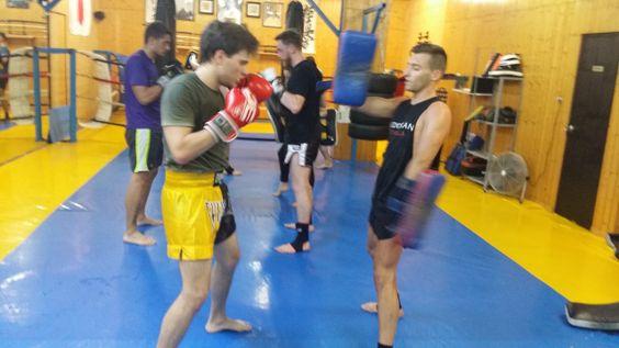 10 Excelentes consejos de entrenamiento para principiantes 1. Haga su investigación Antes de unirse a un gimnasio-dojo para empezar su entrenamiento de artes marciales, investigue sus opciones. Deb…