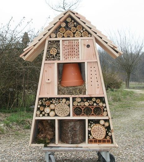 h tels insectes microcosmos garden dreams pinterest house love this and bee house. Black Bedroom Furniture Sets. Home Design Ideas