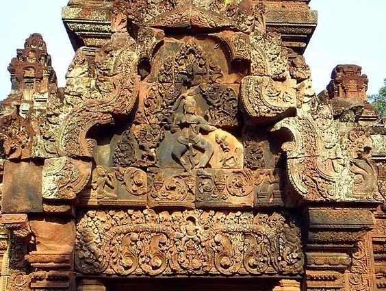 Trang trí thần Shiva trên các bức tường Banteay Srei