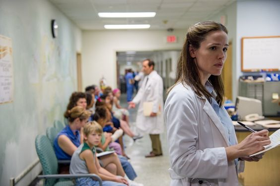 Jennifer Garner stars as Dr. Eve Saks in Jean-Marc Vallée's fact-based drama, DALLAS BUYERS CLUB, a Focus Features release. Photo Credit: Anne Marie Fox / Focus Features