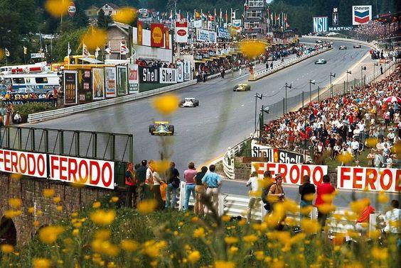 Bellísima postal del Gran Premio de Bélgica en Spa-Francorchamps en 1970 ... Ganado por Pedro Rodriguez en B.R.M., seguido por Chris Amon en March Ford, y Jean Pierre Beltoise en Matra ...