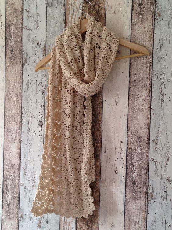Kijk wat ik gevonden heb op Freubelweb.nl: een prachtige sjaal met bijbehorend gratis haakpatroon in het Nederlands http://www.freubelweb.nl/freubel-zelf/zelf-maken-met-haakgaren-sjaal-2/