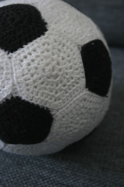 * Crochet soccer ball and diagram for assembly -  Have been looking for so long for something like this. Finally found it in Danish and used google translate. #soccer #football #pattern
