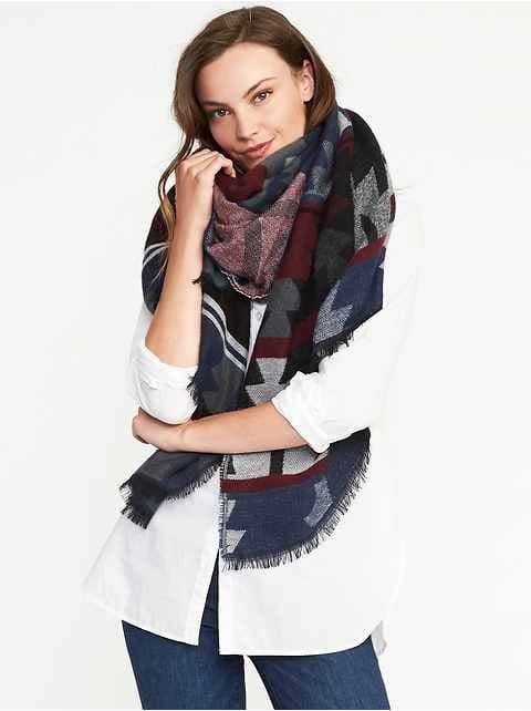 Old Navy Women S Flannel Blanket Scarf Black Red Plaid Regular