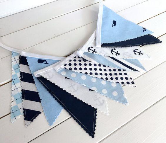 Bleu marine et voyant les rorquals bleus, ancrages et rayures composent ce Bruant de tissu adorable !  ~ Le 11 drapeau Bunting bannière mesure 6
