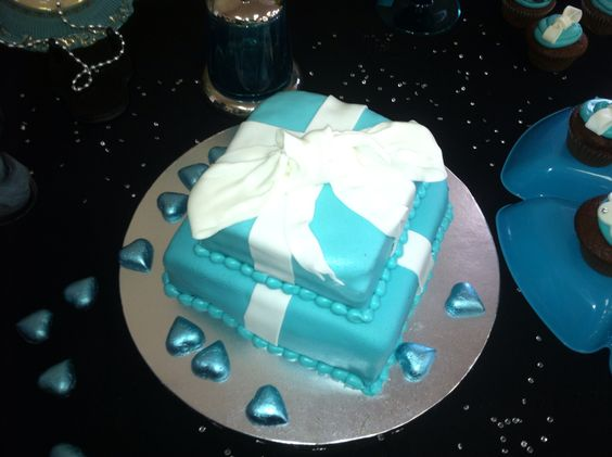 What lady doesn't like a present shaped cake!?
