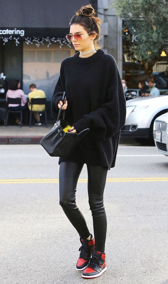 In need of some fresh legging-and-sneaker outfit inspiration? This is the combo celebs are wearing right now.