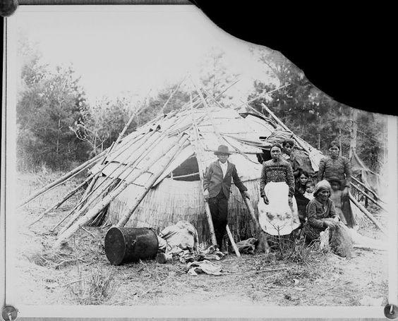 Ojibwa family - 1880
