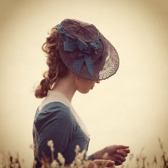 Elizabeth's hats and dresses in Poldark series are really pretty! (c) @imheidareed: