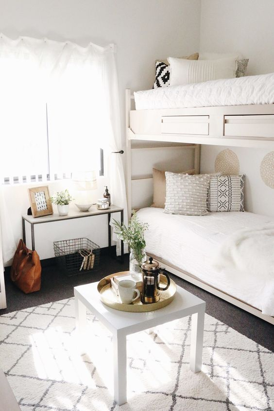 Simple and chic makes for such great dorm room decor!