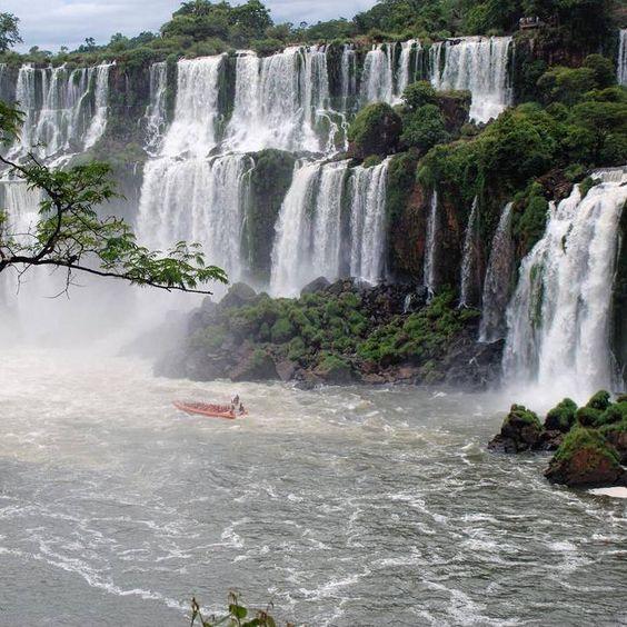 Conhece Foz do Iguaçu? Um dos passeios imperdíveis da cidade é visitar o Parque...