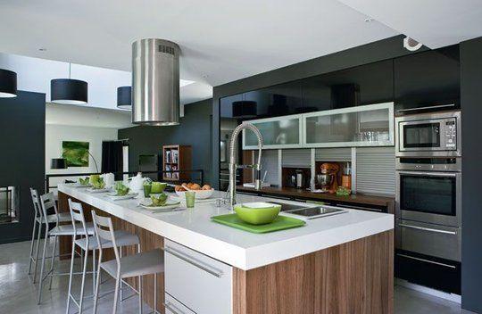 Ouvrir la cuisine sur la salle à manger : les 30 idées gagnantes - Plus de photos sur Côté Maison http://petitlien.fr/72cw