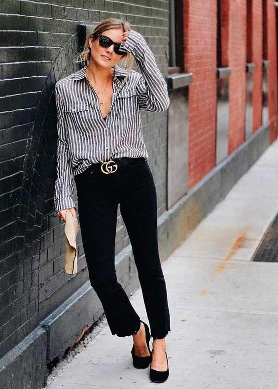 Camisa e calça preta: