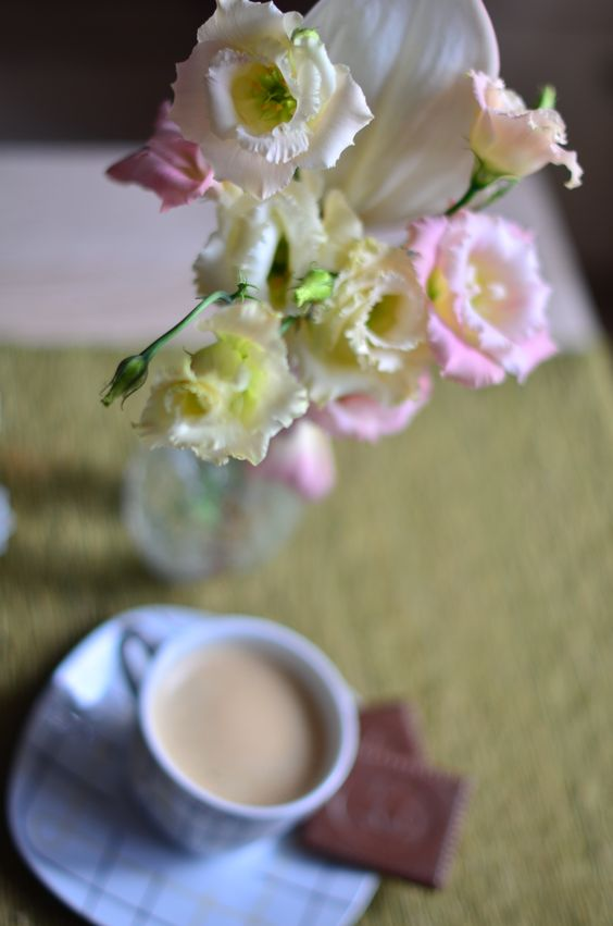 Morning coffee & blush lisianthus