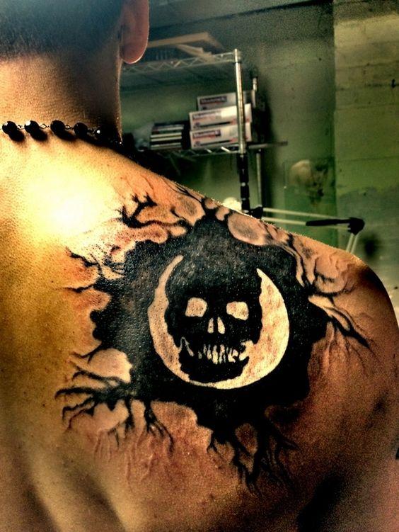Schmerzhafte Hingabe: 25 Gaming-Tattoos, die man so schnell nicht ...