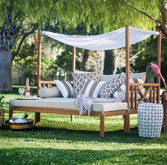 20 Gorgeous Outdoor Daybeds For Your Patio And Backyard Candie Anderson Outdoor Daybed Diy Garden Furniture Pallet Furniture Outdoor