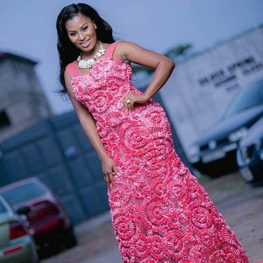 This dress on bride @abenapokua is everything!  Photo by @stevedonfotos  Dress by @wendyfinishing  #bride #bridal #bridalinspiration #weddings #weddinginspiration #idonigeria