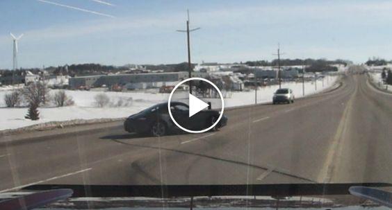 Destruiu Um Porsche Em Apenas 20 Segundos… Sem Tocar Em Nada! http://www.desconcertante.com/destruiu-um-porsche-em-apenas-20-segundos-sem-tocar-em-nada/