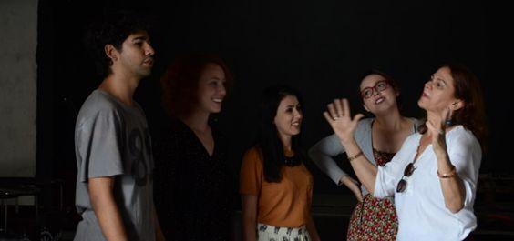 Bruno Melo do Jogar Teatro envolve todo os inscritos e convidados nas atividades de improvisação