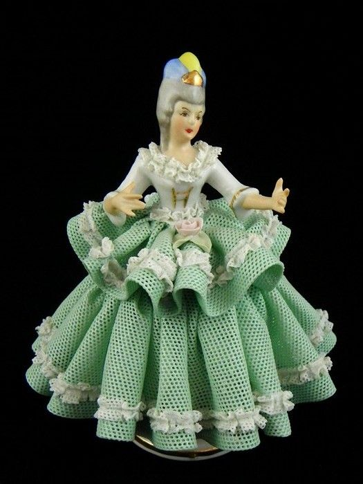 *DRESDEN VOLKSTEDT ~ porcalain made in  Thuringa, Germany, by: Georg Heinrich Macheleid, Antique Lace lady Figurine,
