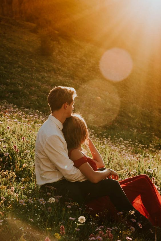 Engagement photo inspiration - sitting among the wildflowers on the side of a mountain | Image by Célestine Aerden Photography