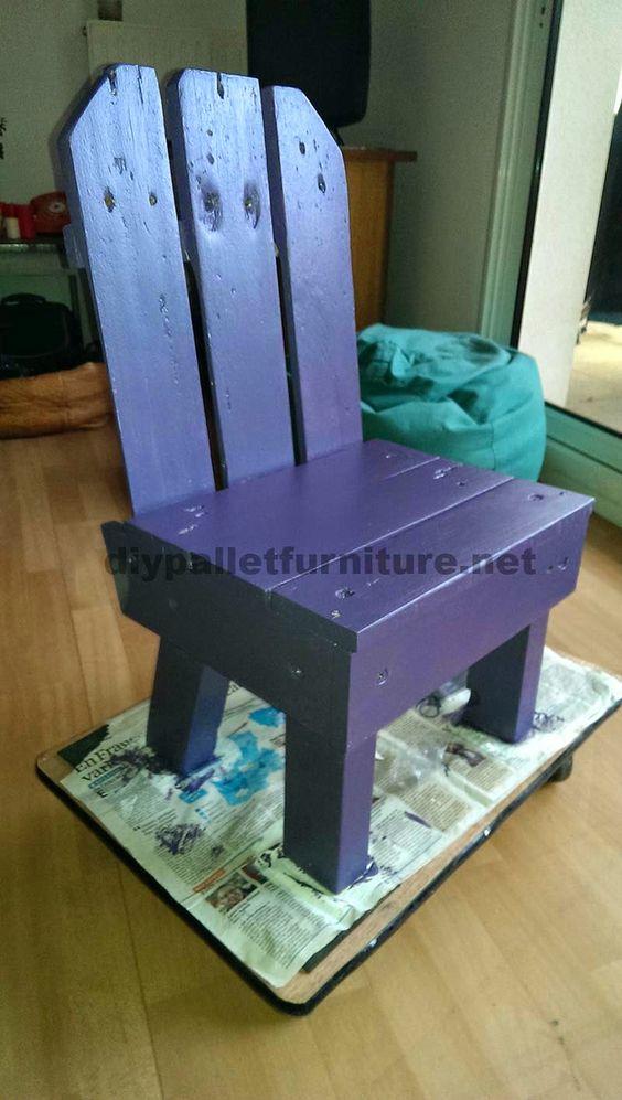 Peque a silla para ni os hecha con palets sillas ni os - Sillas con palets ...