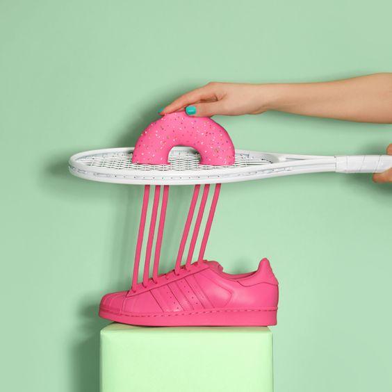 De jolies créations qui allient sneakers adidas et jouets de notre enfance