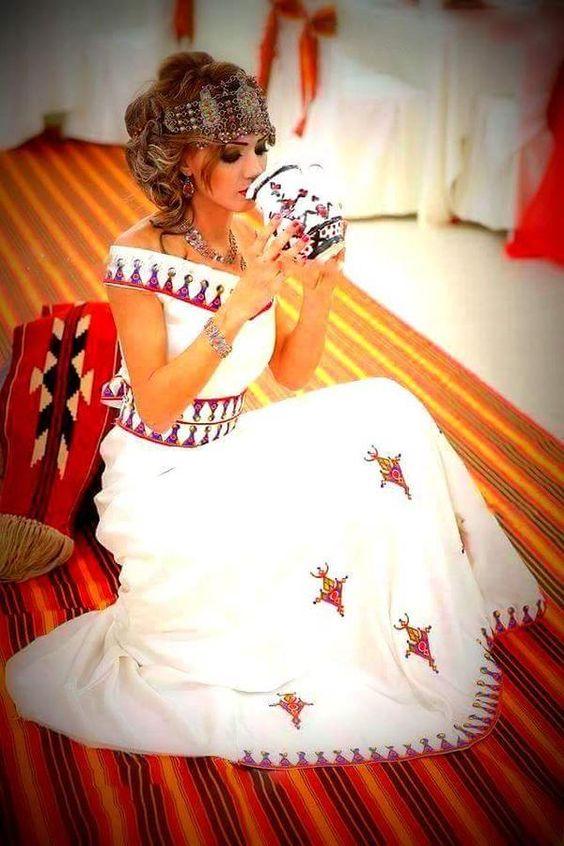 La robe kabyle algeriantraditionaldresses algeria alg rie for Robes de mariage du monde de disney