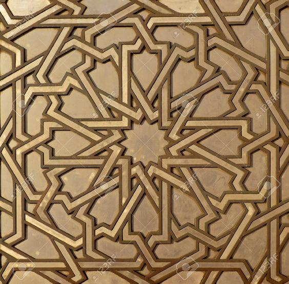 Dessin arabesque marocain sur les portes de la mosqu e for Arabesque style decoration