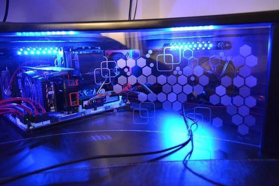 Aujourd'hui je vous présente une nouvelle réalisation DIY basée sur un bête bureau Ikea Galant : un mod de bureau informatique. La travail est une nouvelle fois soigné et vraiment