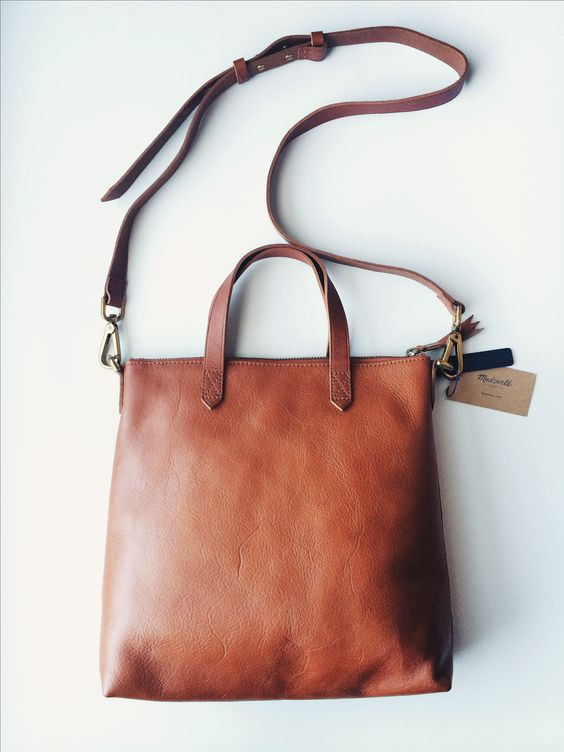 IT'S FALL! We're celebrating by pinning our favorite fall outfits & accessories. :) Madewell mini transport crossbody ★