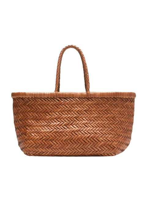 Carry your summer essentials in this picnic style woven bag.: