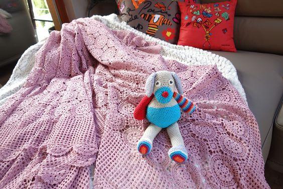 Plaid couvre lit dentelle au crochet teint en vieux rose fait main : Autres Tricot et Crochet par ursulamigurumi
