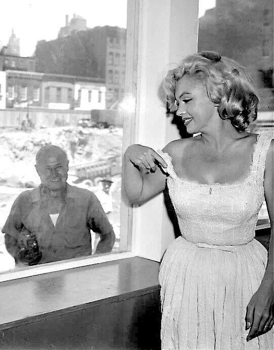 #Marilyn #MarilynMonroe #Hollywood #Vintage #Classic #Hollywoodstyle #style #movies #moviestar #filmstar #icon #HollywoodIcon #Iconic #beauty #classicbeauty