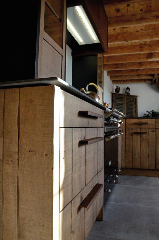 Cuisine atelier ch ne clair bardage acier oxyd plan de travail iron c - Hotte industrielle cuisine ...