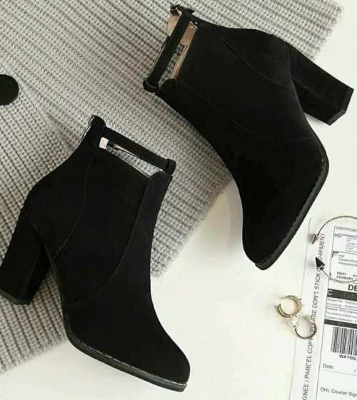 Trendy ankle boots in black | Boots