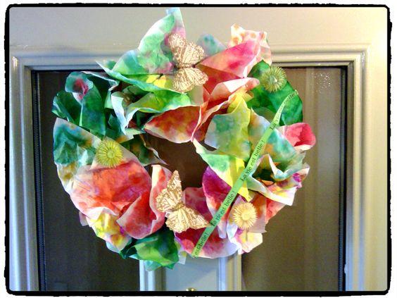 une couronne de printemps, décoration pour porte, fleurs, bricolage enfant, filtre à café
