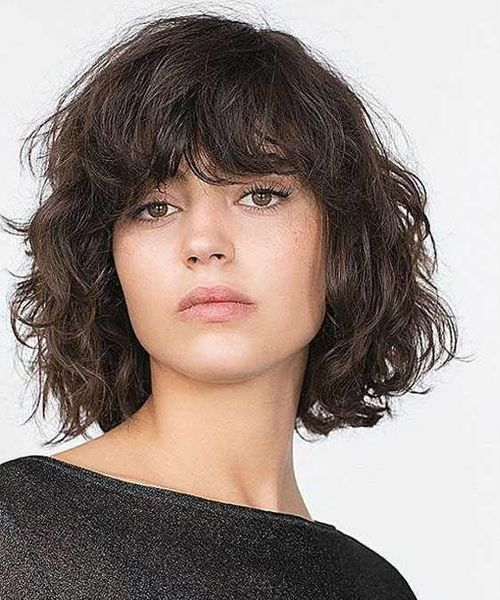 Pretty Wind Blown Short Wavy Hairstyles With Bangs Styles Prime Short Wavy Hair Short Wavy Haircuts Haircuts For Curly Hair
