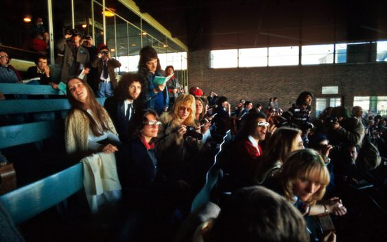 Queen at Kempton Park Racecourse in Surrey, to promote their album 'A Day at the Races', 16th October 1976. Mercury is accompanied by friend Mary Austin and Brian is with his wife, Chrissy Mullen May. Photo by Michael Ochs Archives https://queenpoland.wordpress.com/