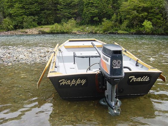 Wooden river boat plans river boats construction for Plywood fishing boat plans