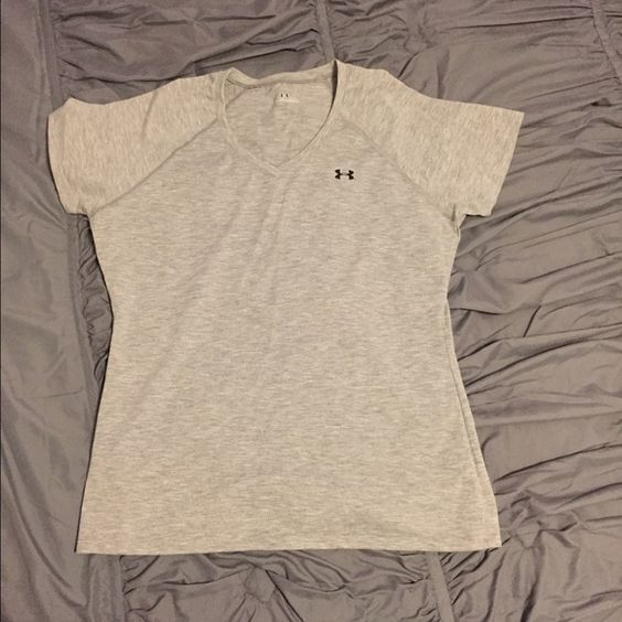 Under Armour tshirt Under Armour Tshirt size M Under Armour Tops Tees - Short Sleeve