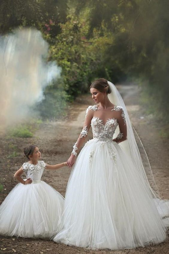 White Long Sleeve Tulle Princess Wedding Dresses Floor Length Ball Gown Flowers Bridal Gowns.: