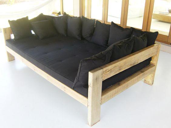 Sof madeira com futon preto m veis pinterest futons for Sofa cama rustico