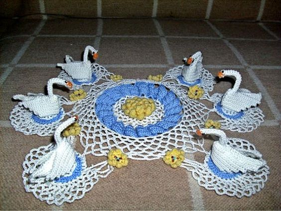 A crocheted doily doily with swans a swan lake by IrynaHudyma, €100.00