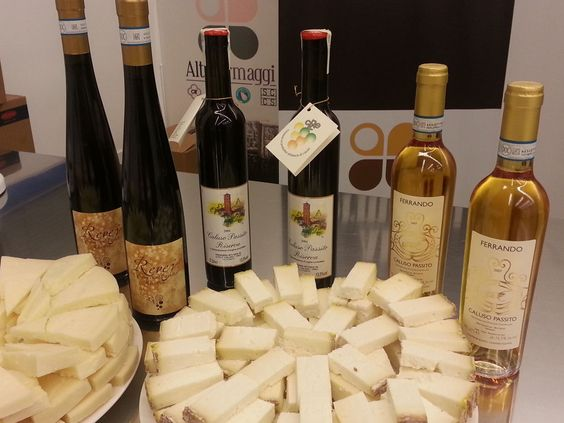 L'uva Erbaluce in abbinamento ai formaggi D.O.P--ITALIA-FOOD-PIEMONTE: i vini di Caluso:Passito e Erbaluce  by Francesco  -Welcome and enjoy-  #WonderfulExpo2015  #Wonderfooditaly #MadeinItaly #slowfood  #Basilicata #Toscana #Lombardia #Marche  #Calabria #Veneto  #Sicilia #Liguria #ValledAosta #Pollino #airbnb #LiveThere #FrancescoBruno    @frbrun   frbrun@tiscali.it