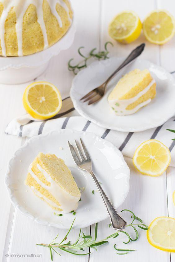Schon mal einen Kuchen mit Rosmarin probiert? Dieser Zitronen-Rosmarin-Kuchen wird euch überzeugen.