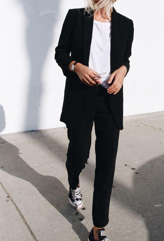 MINIMAL + CLASSIC: Black suit, chucks & vintage glasses. Via Mija